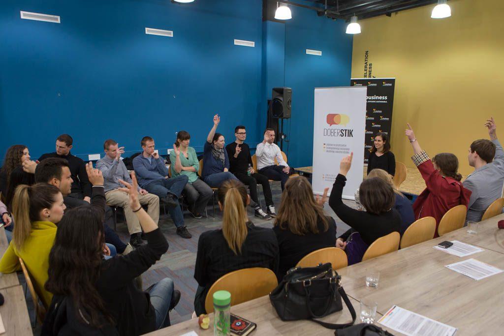 Kako postavljati vprašanja publiki?