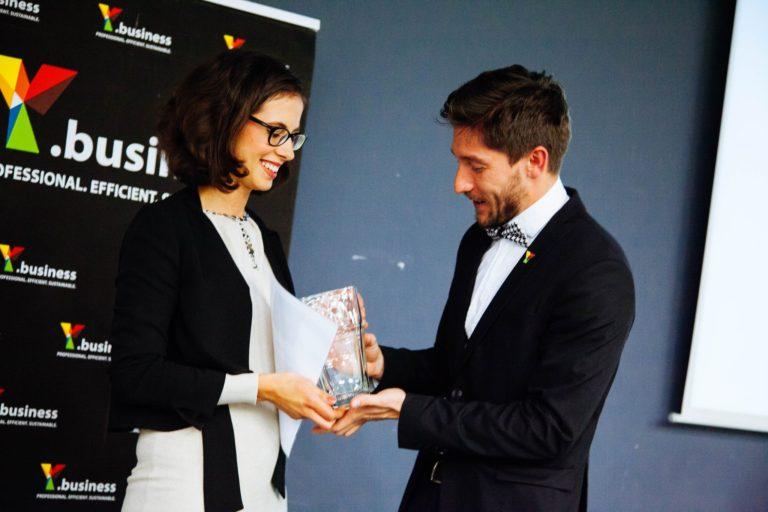 Nina Dušić Hren prejela naziv Genyalka leta